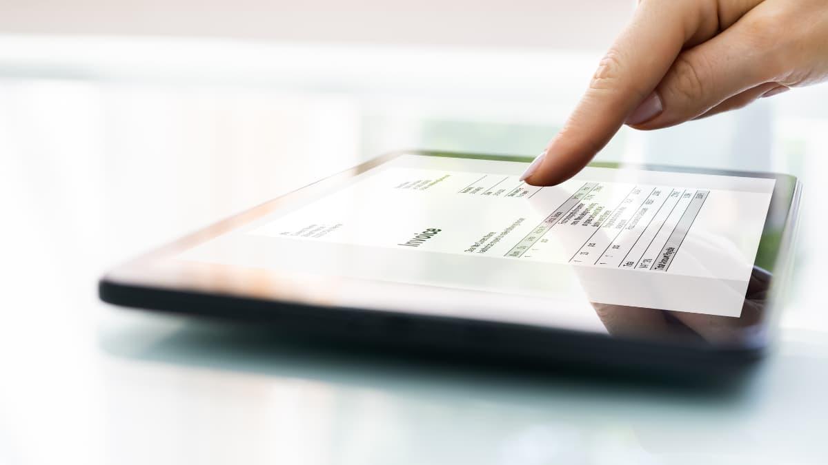 La facture électronique sera obligatoire en 2023 : ce qu'il faut savoir - featured image
